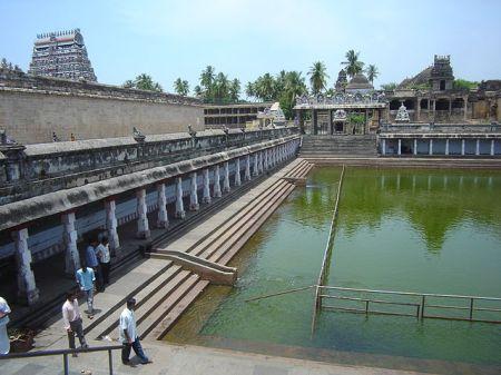 640px-chidambaram_nataraja_temple_tank