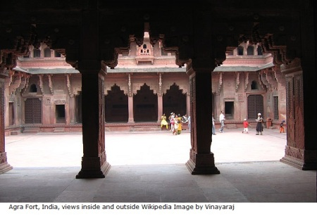 640px-Agra_Fort_-_views_inside_and_outside_(23)