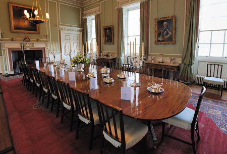 640px-holyrood_palace_dining_room
