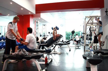 640px-gym_free-weights_area