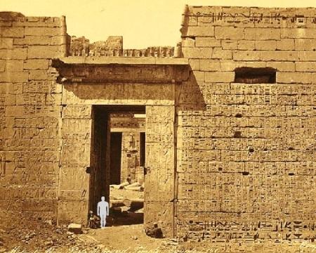Médinet-Abou. Porte du Grand Temple (Égypte) _